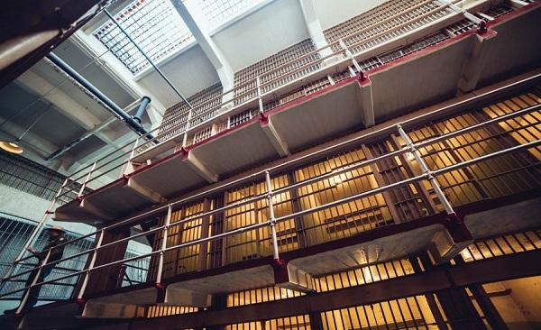 زندانها در آمریکا تهویه مطبوع ندارند